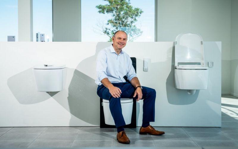 Simpel waterstraaltje en föhn vervangen tonnen toiletpapier